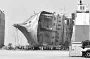 """""""世越""""号沉船昨日成功上岸 后续将确认是否有遇难者遗体"""