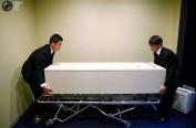 日本殡葬新风俗:火葬场不堪重负 遗体被送到宾馆