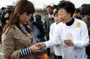 韩国首位女总理刑满出狱 坚称自己是无罪的