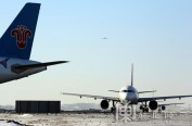 哈尔滨机场跑道开始整修 9月底前完工 航班正常运行
