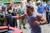 俄罗斯空降兵日 俄政府出动近1500名警力维持秩序