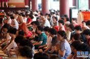 韩国高考进入百日倒计时 家长赴寺庙跪求儿女金榜题名