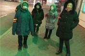 社区干部和志愿者上街劝阻,焚烧冥币者道歉离开