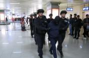 全国特大组织淫秽表演案嫌疑人押解回哈 哈广电新媒体正在直播
