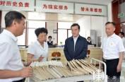 张庆伟在省档案局(馆)、省图书馆调研