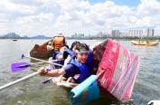 韩国人真会玩!划纸船竞赛边划边沉