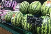 韩国高温致蔬菜水果价疯涨 主妇买萝卜只买半根