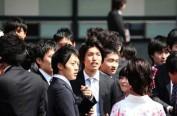 日本人事院拟改公务员退休年龄 建议为公务员加薪