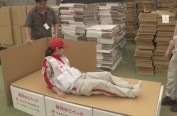 数百纸箱床运抵日本北海道地震灾区避难所