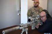 """俄罗斯总统普京体验狙击枪变""""神枪手"""""""