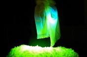 日本培育出绿色发光蚕丝并批量生产丝绸
