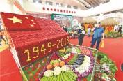 """500斤绿色蔬菜搭成""""蔬菜屋"""""""