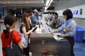 日本关西机场第一航站楼恢复营业 首个航班飞往东京