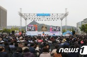 """韩国人过国庆节 """"韩文节""""庆祝仪式隆重举行"""