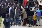 塞班岛遭台风侵袭 韩被困游客预计本周初全部撤离