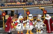 东京迪士尼热闹庆圣诞