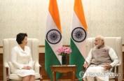 韩国在任总统夫人时隔16年后独自出访 第一站:在印度会见莫迪