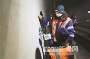 高铁桥隧工4000米隧道寻找毫米级裂痕
