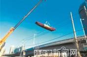 90艘违法停靠松花江沿岸渔船被拖移