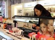 韩化妆品业下半年是哭还是笑?韩媒:中国游客说了算