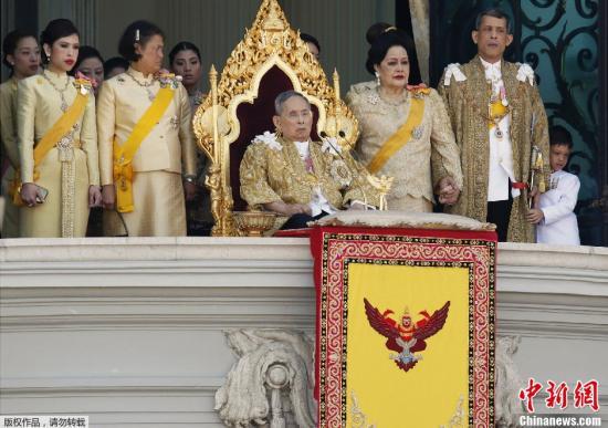 泰国国王普密蓬健康状况不稳 医生正密切观察