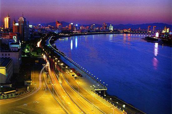 中国百万人口城市近百个 城镇化进程南快北慢