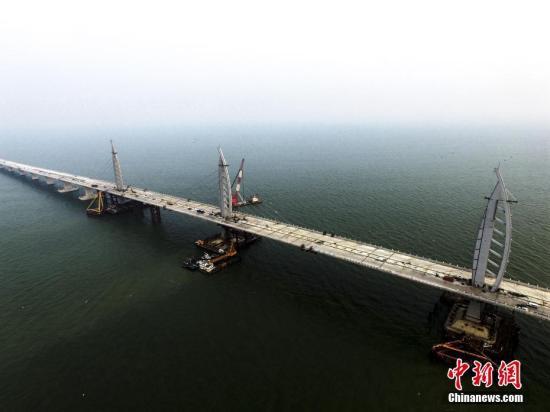 资料图 施工中的港珠澳大桥九洲航段桥。 <a target='_blank' href='http://www.chinanews.com/'>中新社</a>记者 陈骥旻 摄