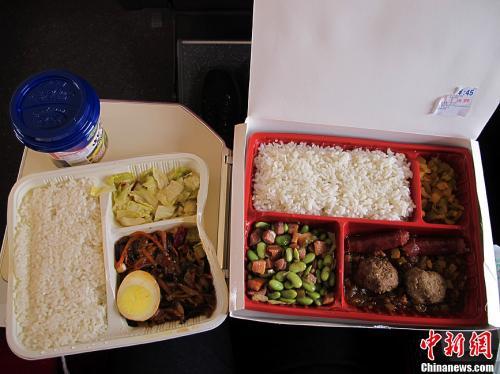 资料图:图为高铁列车上供应的盒饭。<a target='_blank' href='http://www.chinanews.com/'>中新社</a>发 张家瑞 摄