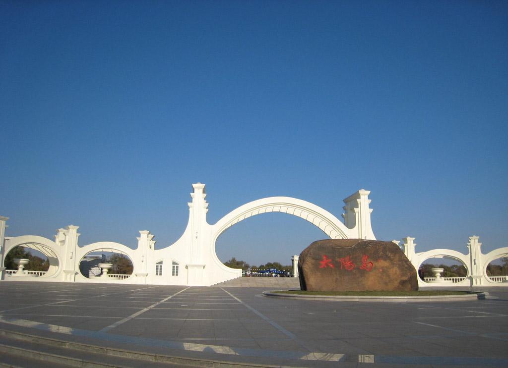 8月26日,太阳岛风景区将在当天14点前暂停一号门,二号门及广场的营业