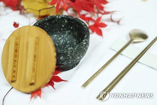 文在寅夫妇将送特朗普夫妇什么礼物?铜筷子石碗