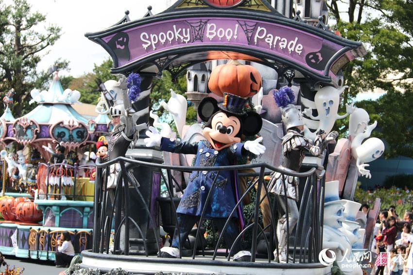 """东京迪士尼乐园举行万圣节特别游行表演""""Boo!幽灵怪诞大游行""""(摄影:木村雄太)"""