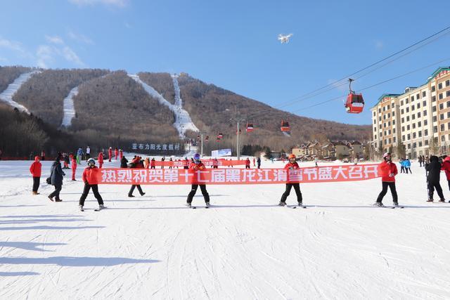 """亚布力滑雪节启幕""""这个冬天,DOU遍龙江""""线下打卡亚布力"""