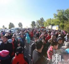 国庆黄金周前两日 五大连池风景区迎来旅游高峰