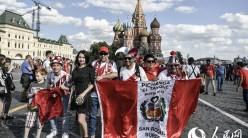 俄罗斯红场开放迎客 各国球迷慕名而来