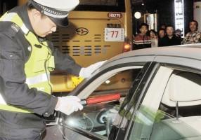 交警设卡夜查,醉驾者被依法刑拘