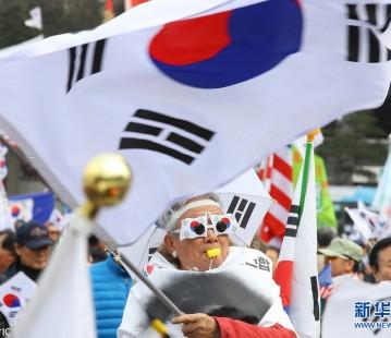 朴槿惠支持者再次集会示威 要求撤销总统弹劾案