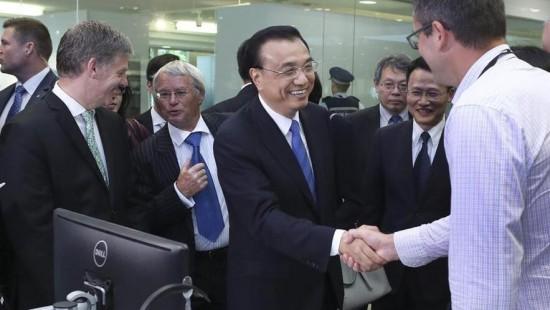 Ли Кэцян и премьер-министр Новой Зеландии совместно посетили центр исследований и разработок компании Haier