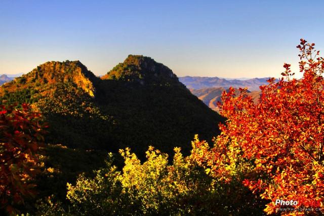 景区控制面积1840平方公里,其中游览面积240平方公里,水面45平方公里,是休憩欣赏游览健身型湖泊类自然生态风景名胜区,也是黑龙江省九大风景名胜区之一。景区森林覆盖率在 90% 以上,空气质量为国家一级,水质为国家二级,噪音污染为零。被称为哈尔滨的后花园。 景区四季分明,春季山花烂漫,碧叶滴翠;夏季雨润风荷,避暑休闲;秋季五花山色,清静宁远;冬季沃野盈雪,一片晶莹。不论何时至此,使君尽赏山水之情,陶然于生态之中。才食龙凤鲫,再品长粒香。踏千米长堤龙洞寻古韵,登四百级台阶攀塔看红霜更是别具