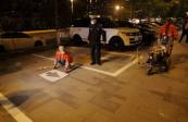 群力停车难有望缓解 哈尔滨交警部门昼夜施划新停车泊位